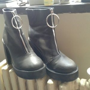 New black leather boots size 10W